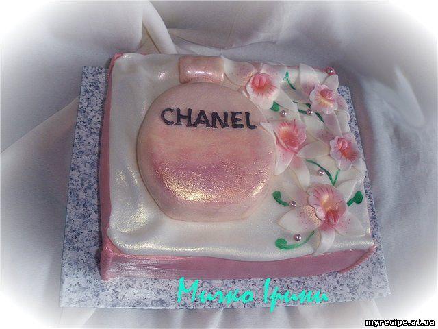 """Торт сумочка  """"Шанель """".  В середині торт  """"Сирний """" з малиною,персиком та..."""